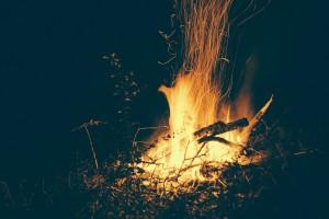 campfire-570115_1280